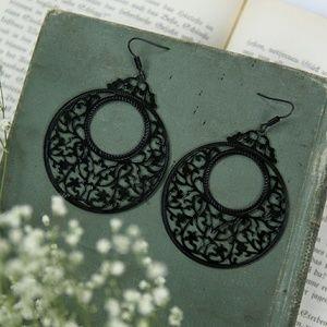Jewelry - 》SOLD《 Black filigree earrings